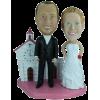 Figurine personnalisée mariage devant une église