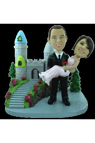 Figurine personnalisée mariage devant un château