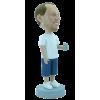 Figurine personnalisée avec un verre à la main